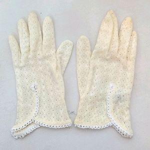 Vintage Cream Eyelet Gloves